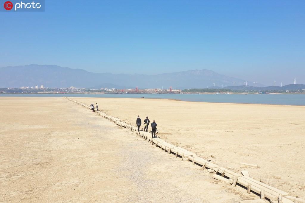 江西鄱阳湖水位持续走低 湖底600年古桥露真容【6】