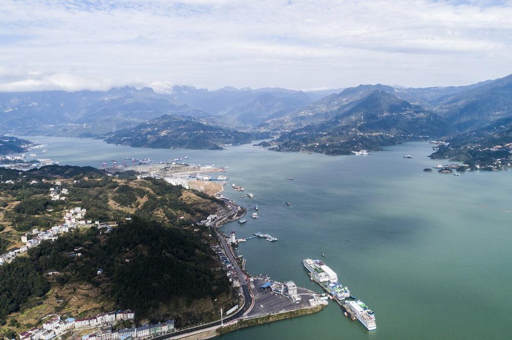 10月28日拍摄的的水位上涨后的湖北省秭归县秭归港(无人机拍摄)。新华社发(王罡摄)
