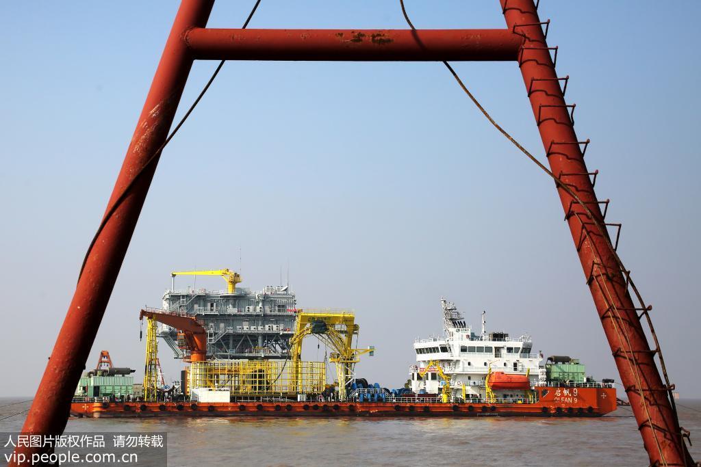 浙江舟山:岱山海上风电场220千伏海缆顺利敷设完成