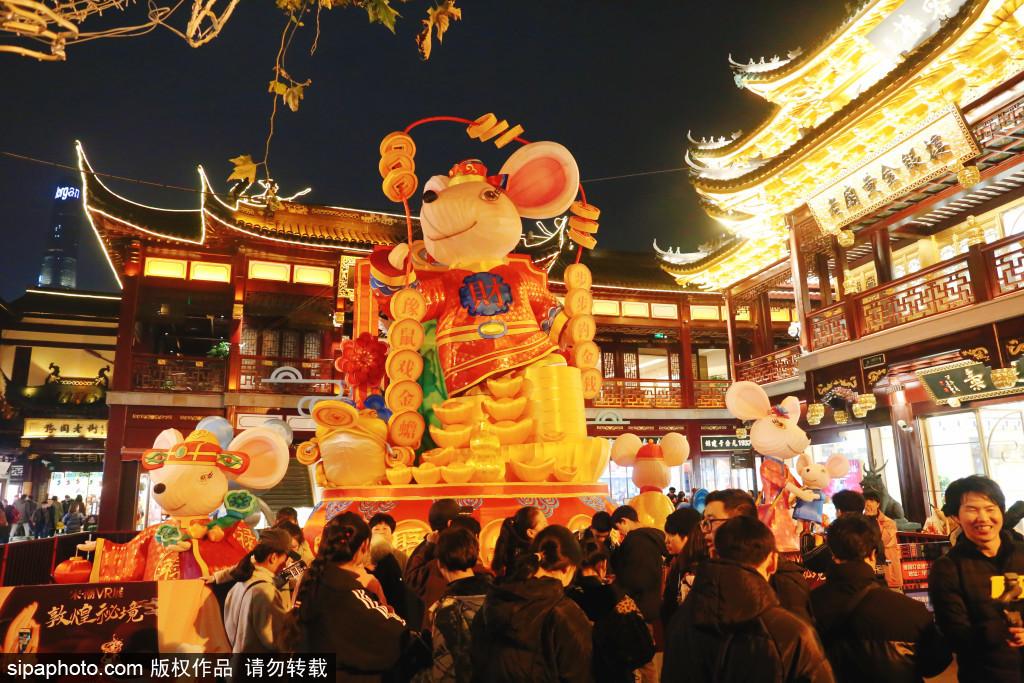 上海豫园老街迎2020新年气氛浓烈 民俗艺术灯会添喜庆