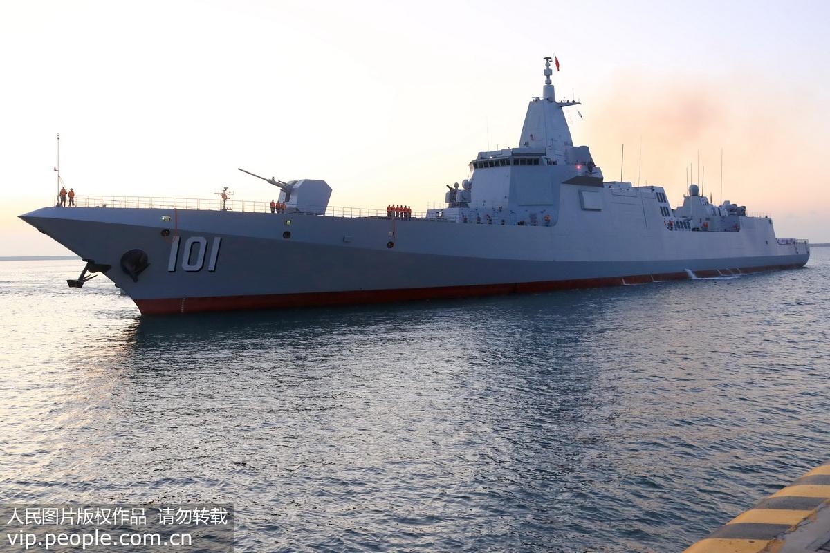 海军055型驱逐舰南昌舰入列