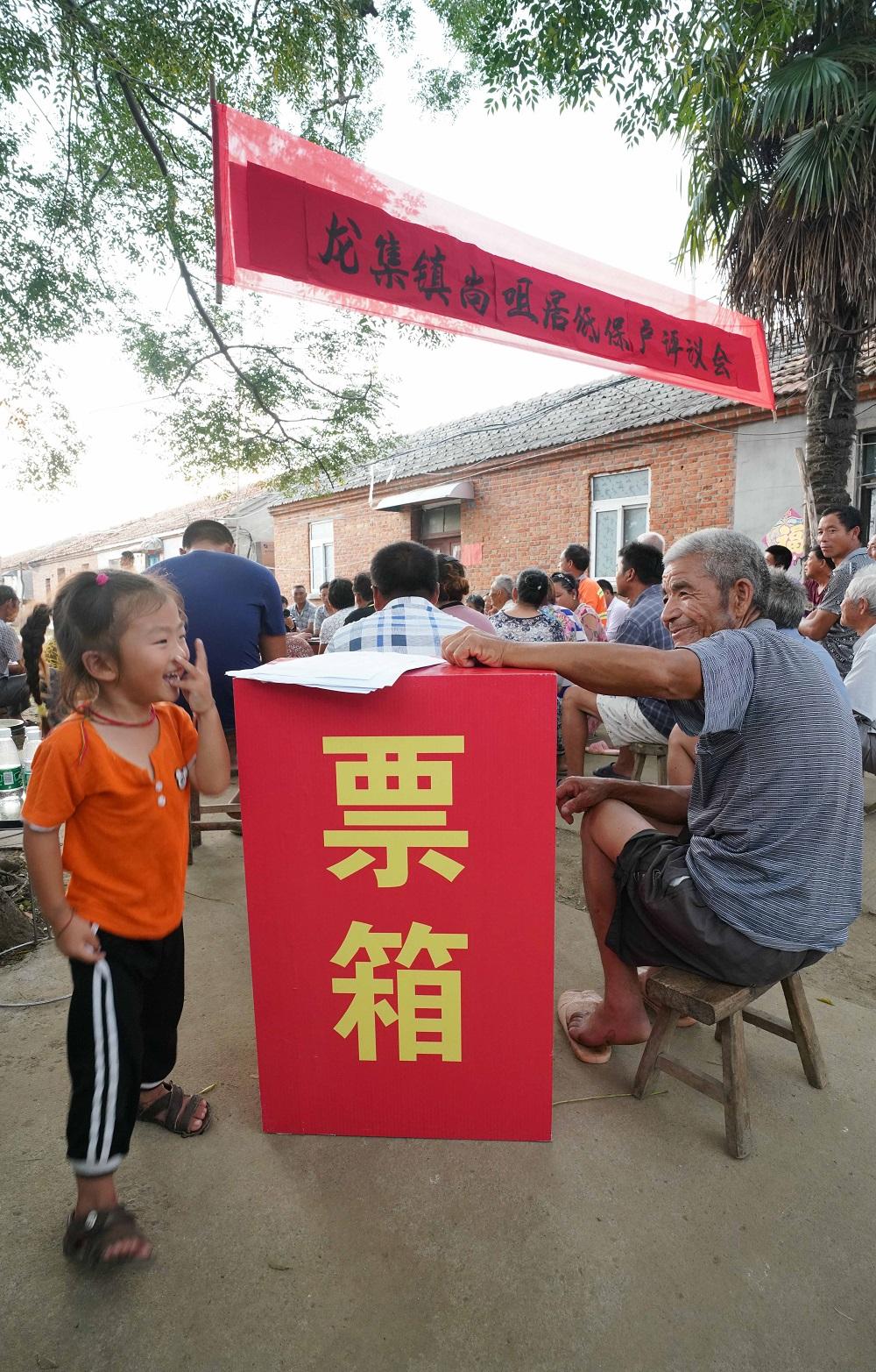 7.30 七版《评议》许昌亮摄(影像中国)