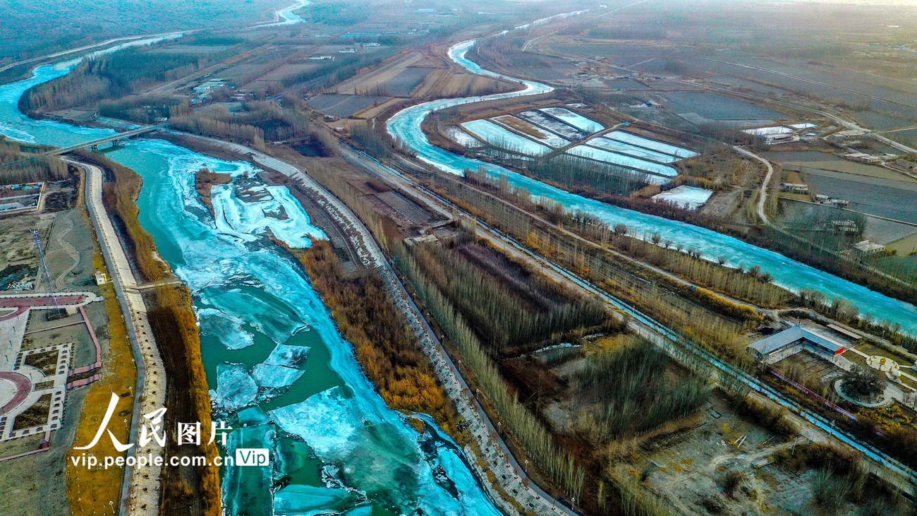 新疆:开都河冰化开河