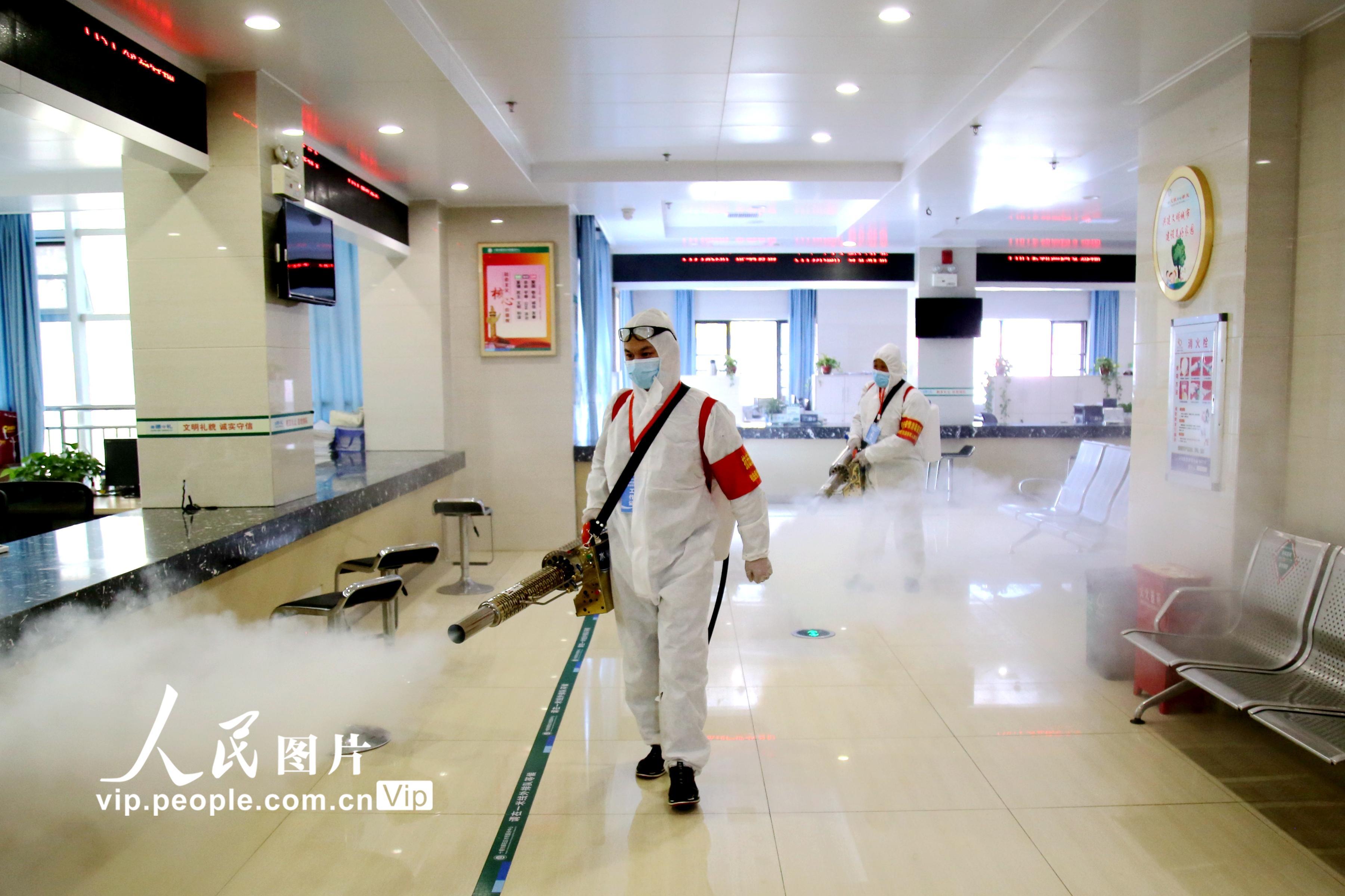 湖北十堰:新冠肺炎病例清零 公共区域全面消毒