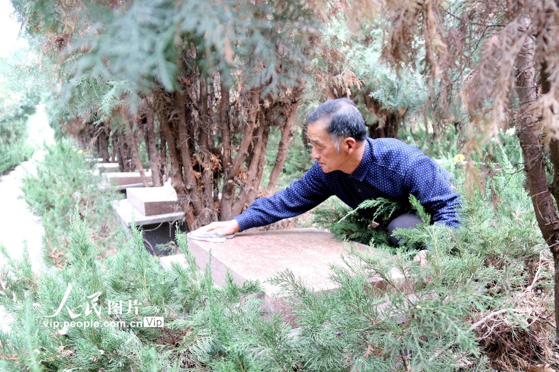 花甲老人守护烈士陵园10余载 用坚守诠释生命价值