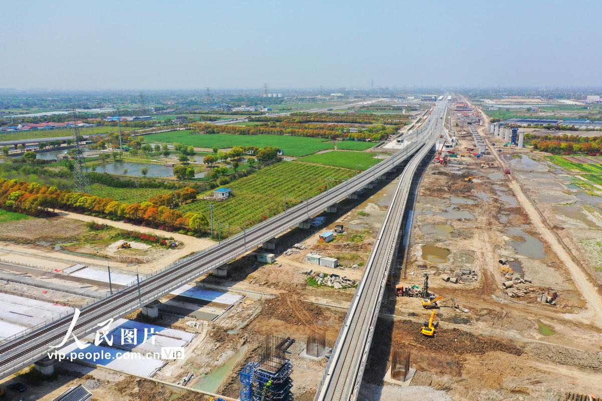 4月9日,建设中的通沪铁路。