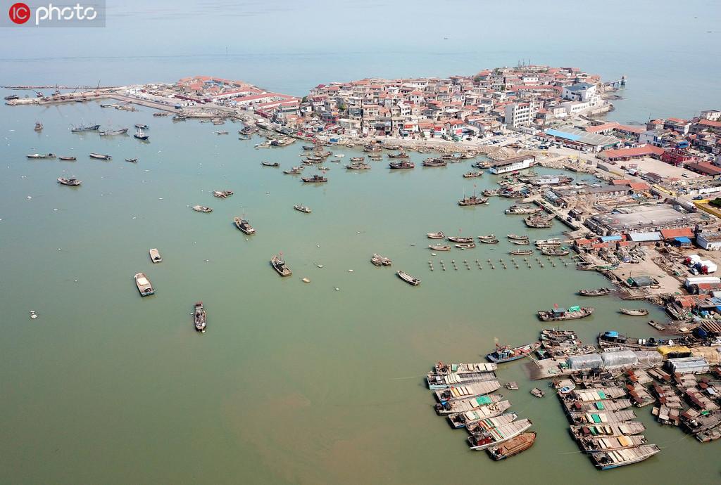 江苏连云港:黄渤海东海海域伏季休渔5月1日开始 返港渔民准备休渔