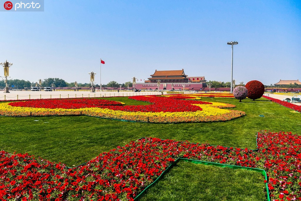 北京天安门开始布置花坛迎五一