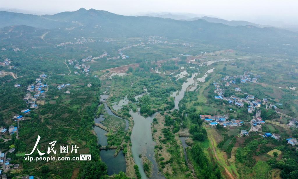 湖北宜昌:修复后的黄柏河生态湿地现滨水景观