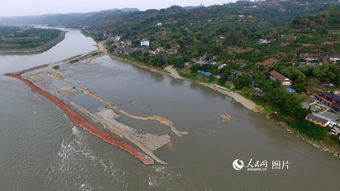 四川彭山:江口古战场遗址第三期考古现场已沉入水底