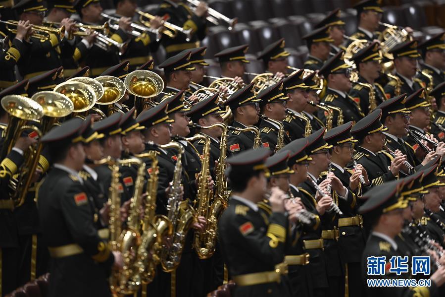 军乐团在演奏。 新华社记者 金良快 摄