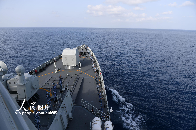 海军第34、35批护航编队亚丁湾分航