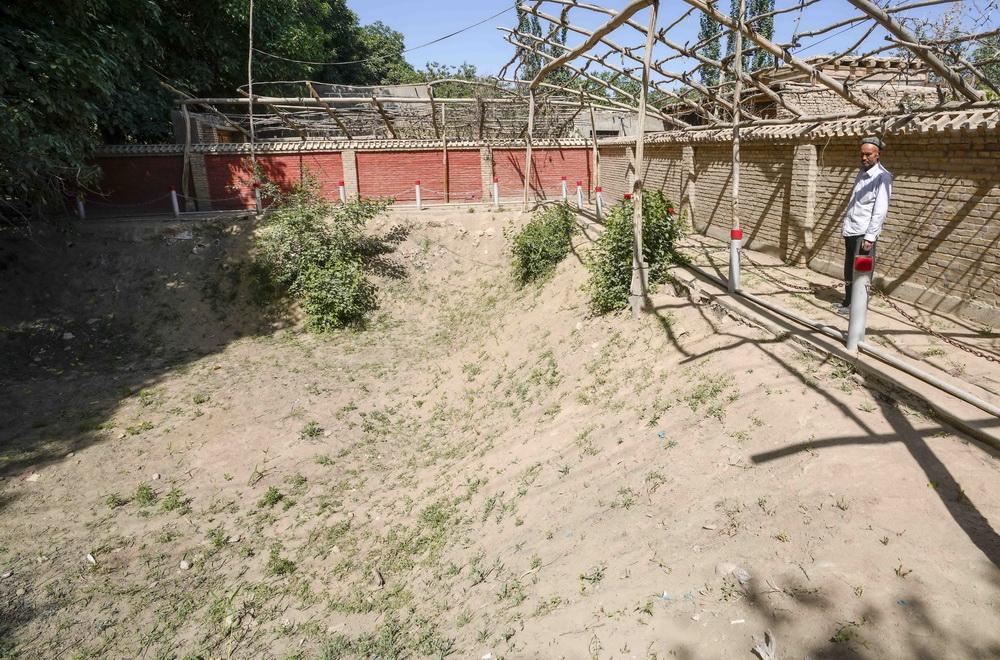 这是新疆和田地区和田县布扎克村一处废弃的涝坝(5月21日摄)。新华社记者 赵戈 摄