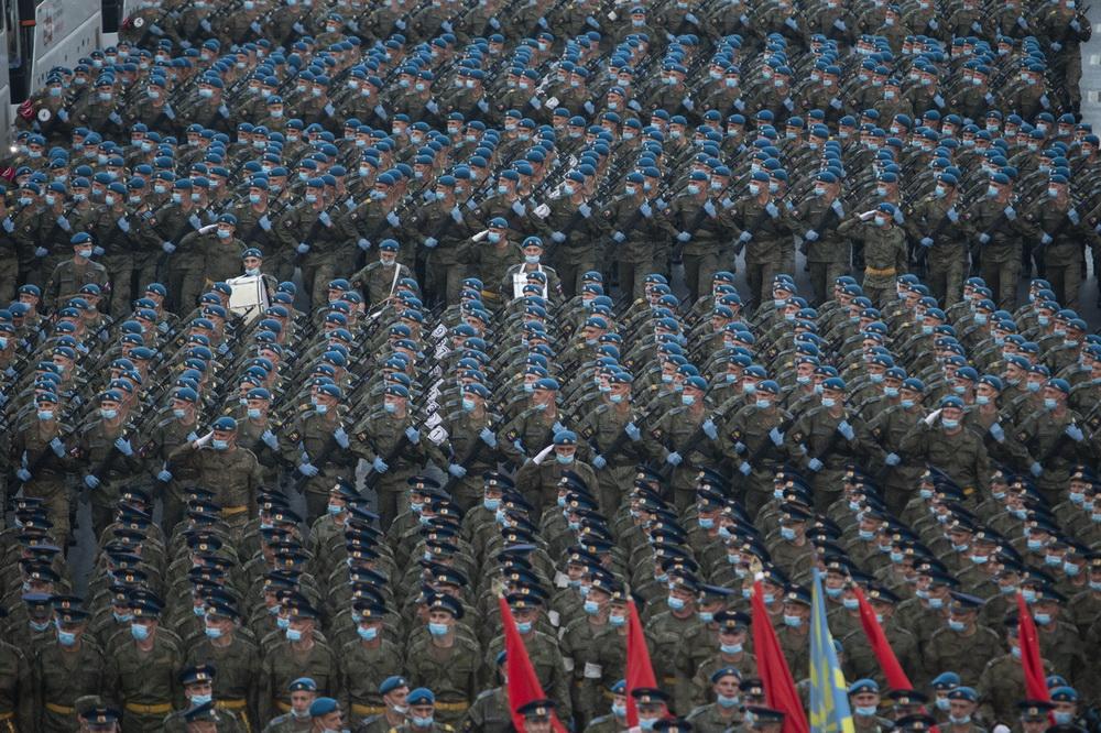 俄罗斯举行纪念卫国战争胜利75周年阅兵式彩排