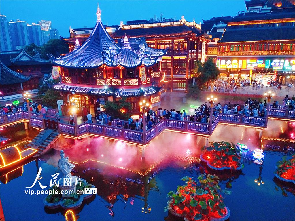 上海:复古庙会点亮夜经济消费市
