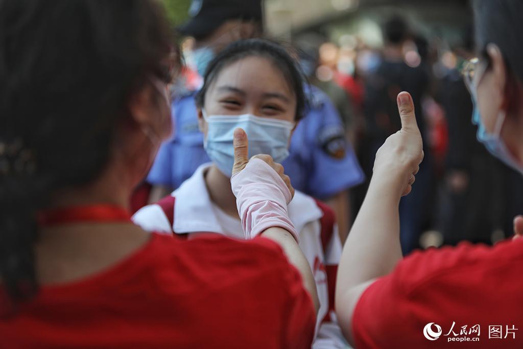 """北京4万余名考生迎接""""疫""""中高考。人民网记者 于凯 摄"""