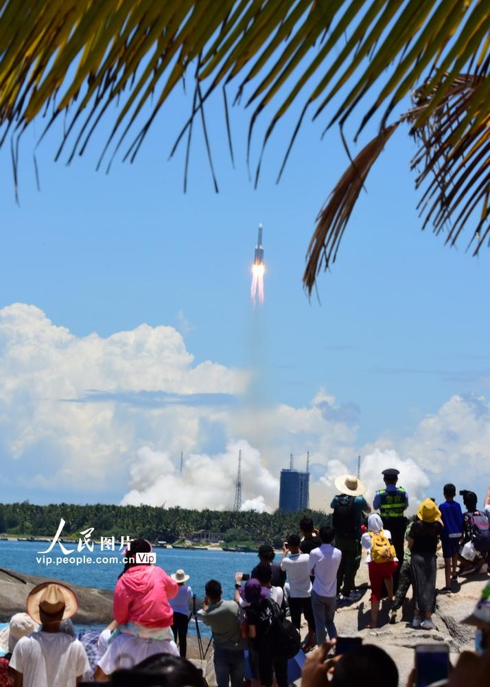 """7月23日,""""天问一号""""探测器发射升空。蒙钟德/人民图片"""