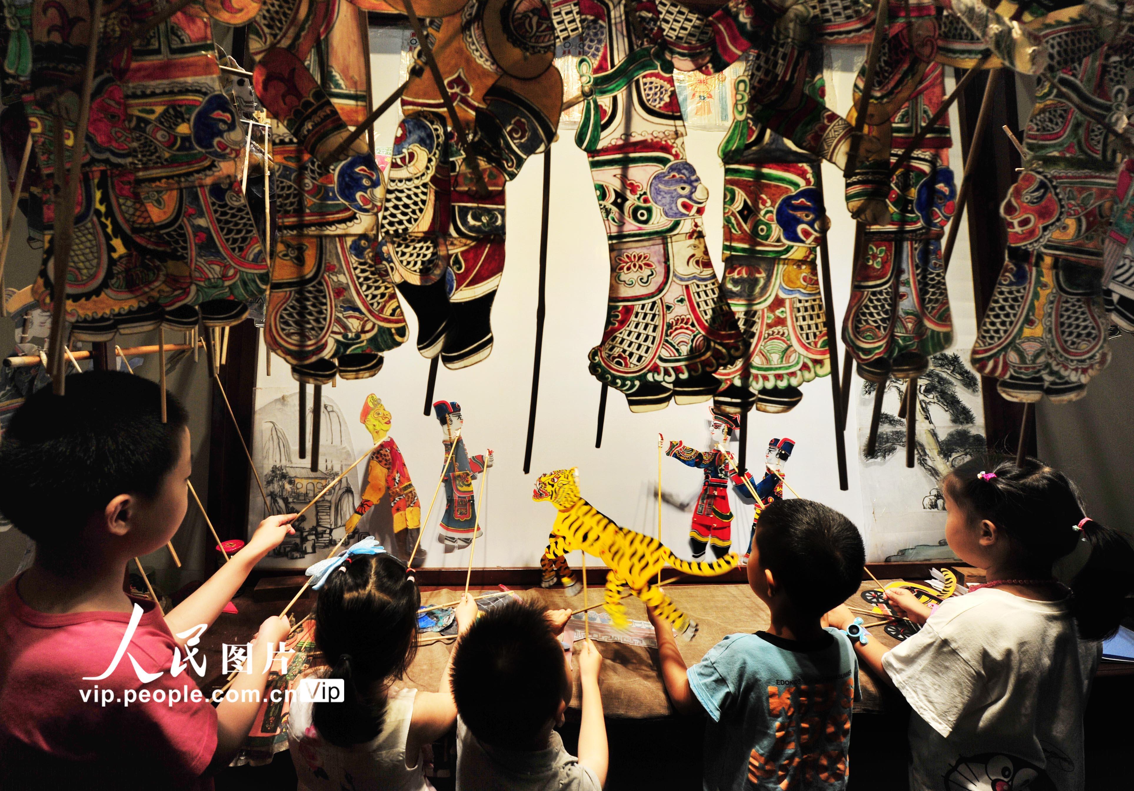 上海:娃娃暑期看皮影