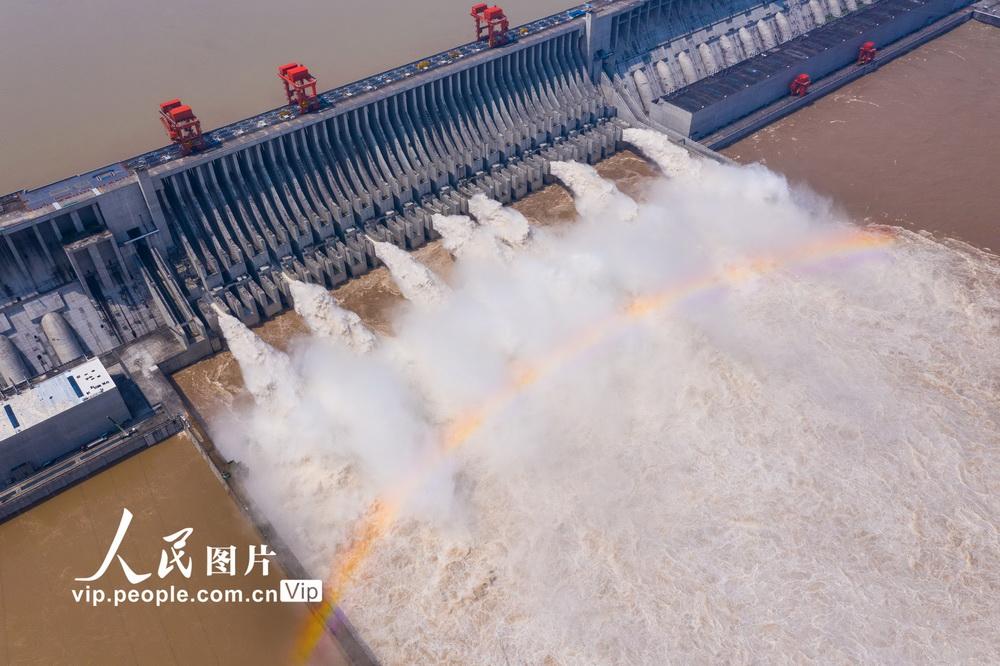 长江第3号洪水安然通过三峡大坝