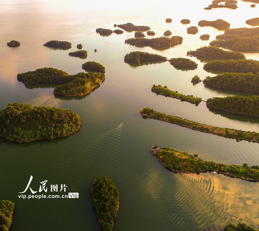 浙江杭州:千岛湖现绚丽晚霞【4】