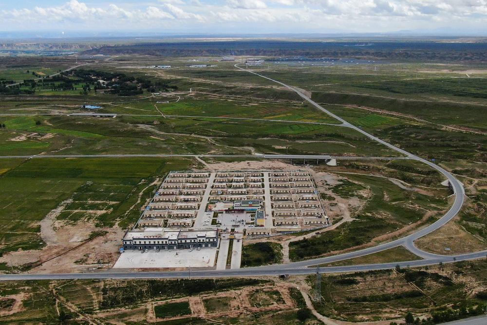 这是8月17日拍摄的切扎村移民安置点(无人机照片)。