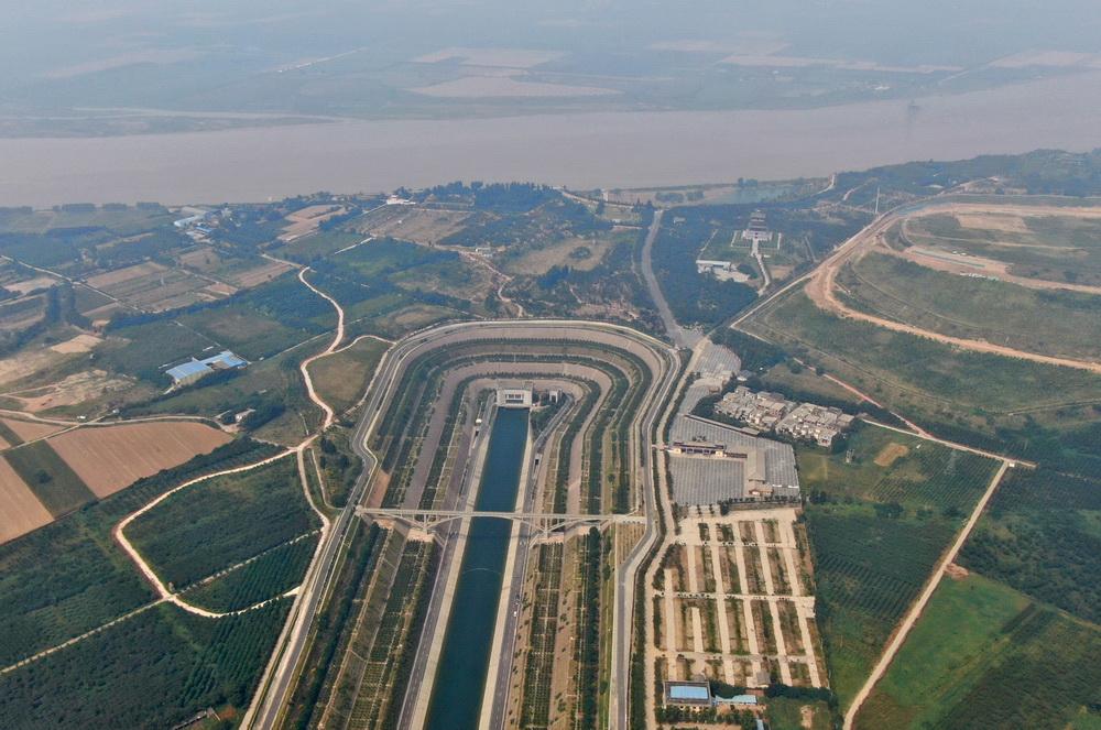 这是9月15日在河南郑州荥阳市境内拍摄的南水北调穿黄隧洞进口南岸明渠(无人机照片)。