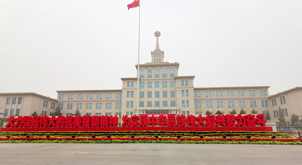 北京市民参观纪念中国人民志愿军抗美援朝出国作战70周年主题展览