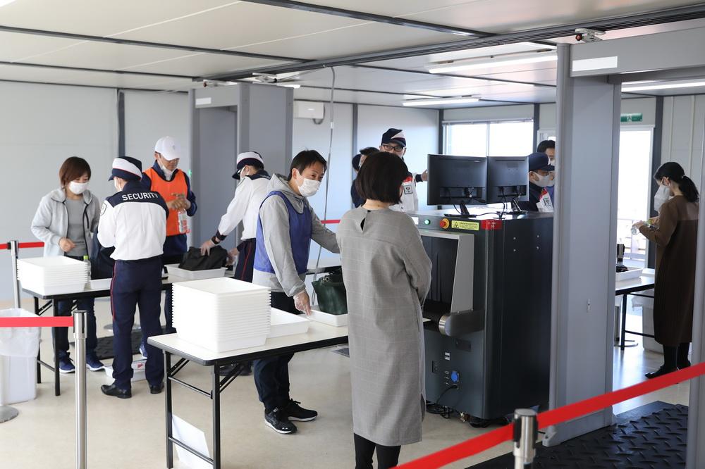 """这是10月21日拍摄的防疫和安全检查测试中的""""一般观众入口""""。"""