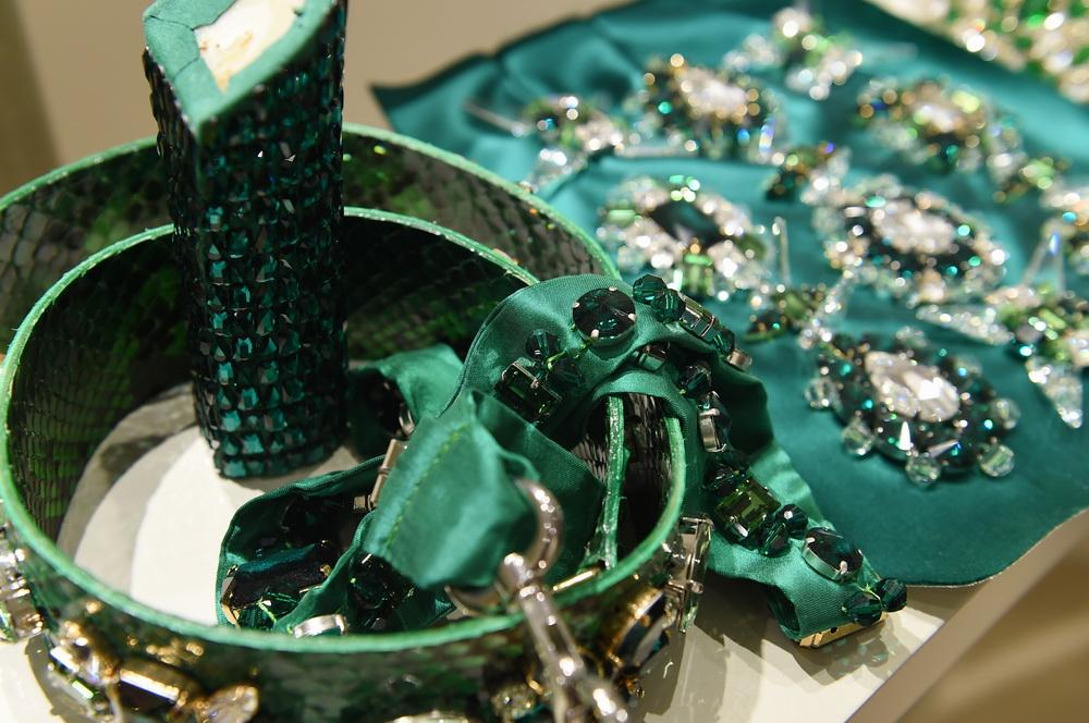11月8日在消费品展区施华洛世奇展位拍摄的水晶饰品。新华社记者 赵丁喆 摄