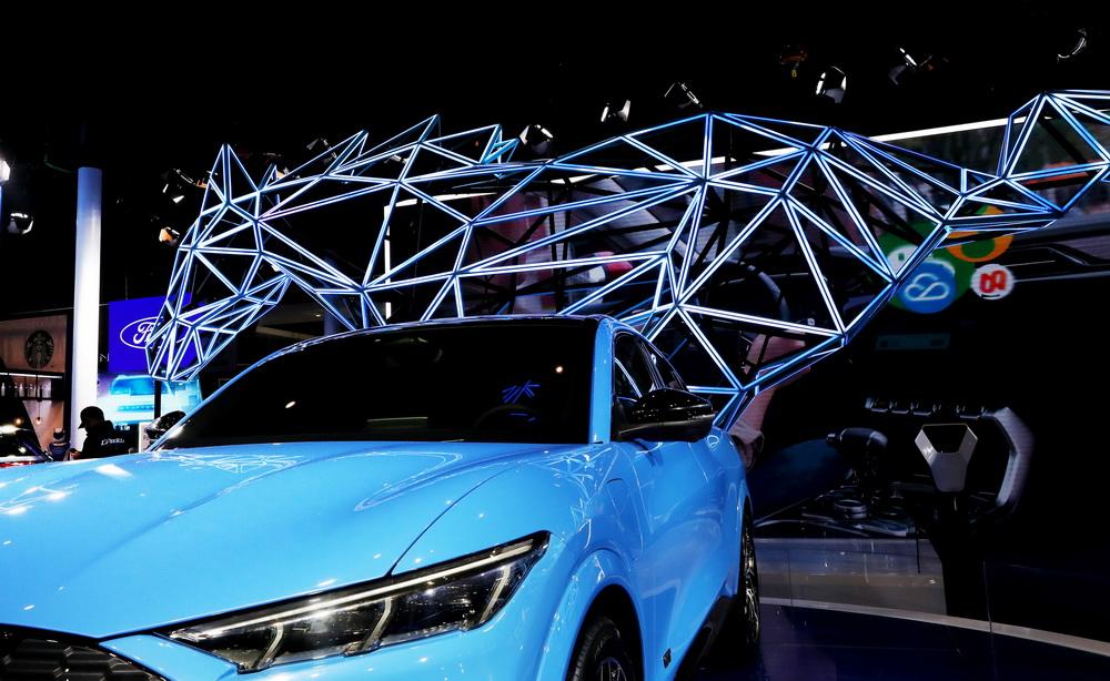 这是11月7日在进博会汽车展区福特汽车展台拍摄的野马汽车。新华社记者 方喆 摄
