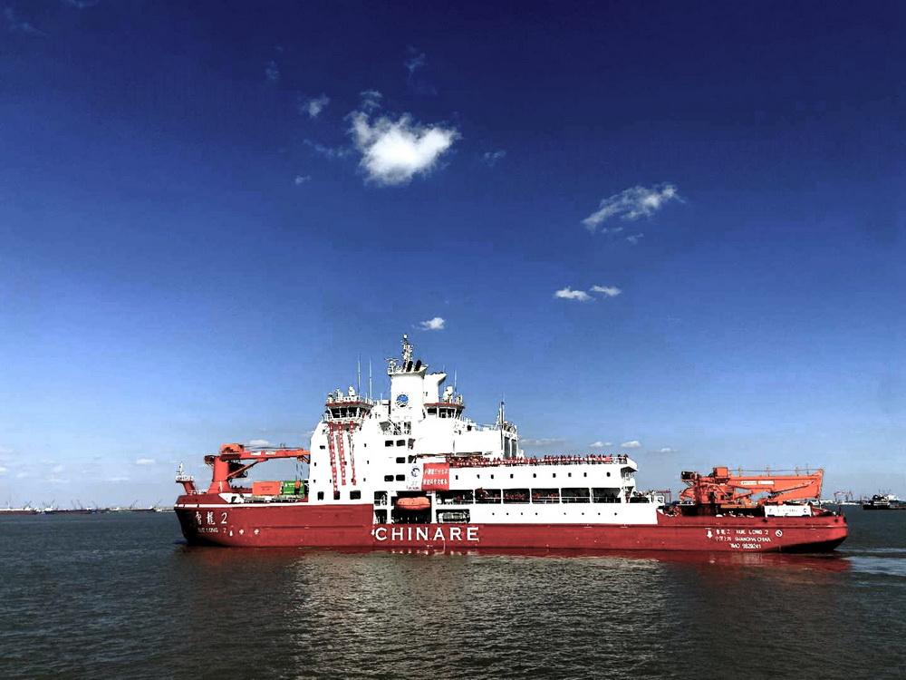 """11月10日,""""雪龙2""""号极地科考破冰船驶离码头。"""