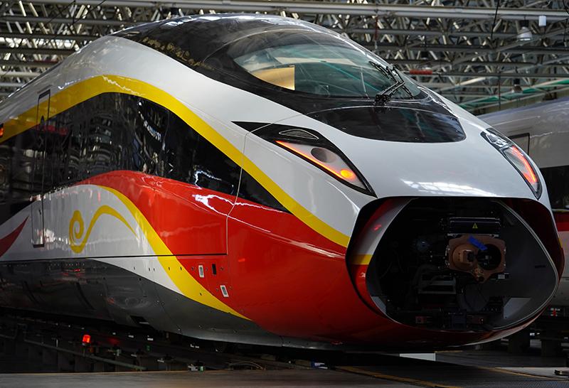 12月4日拍摄的时速400公里跨国互联互通高速动车组。