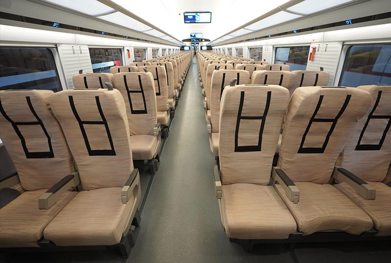 12月4日拍摄的时速400公里跨国互联互通高速动车组内部。
