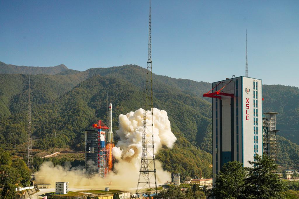 <b>我国成功发射高分十四号卫星</b>