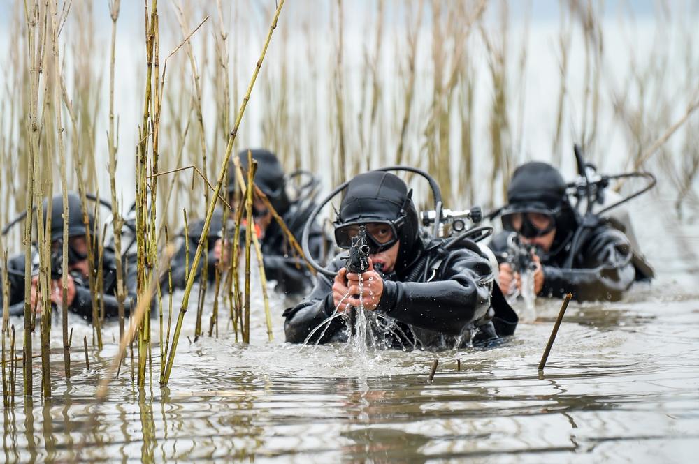 练兵备战再出发——2021年全军部队新年开训大扫描