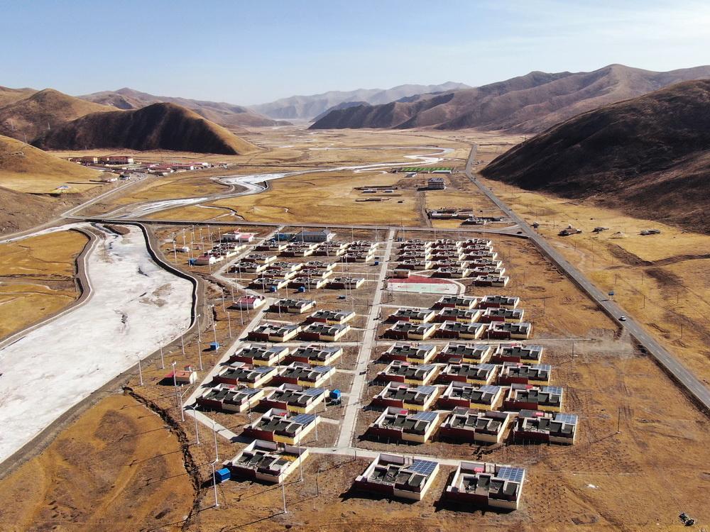这是1月11日拍摄的隆亚村搬迁点全貌(无人机照片)。