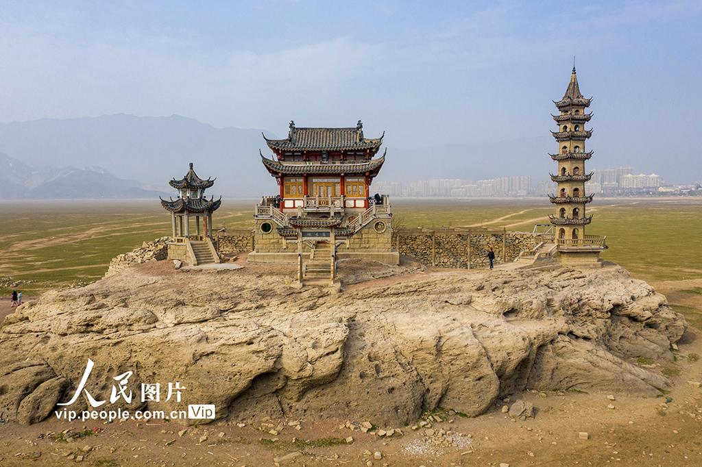 江西九江:鄱阳湖落星墩露出水面
