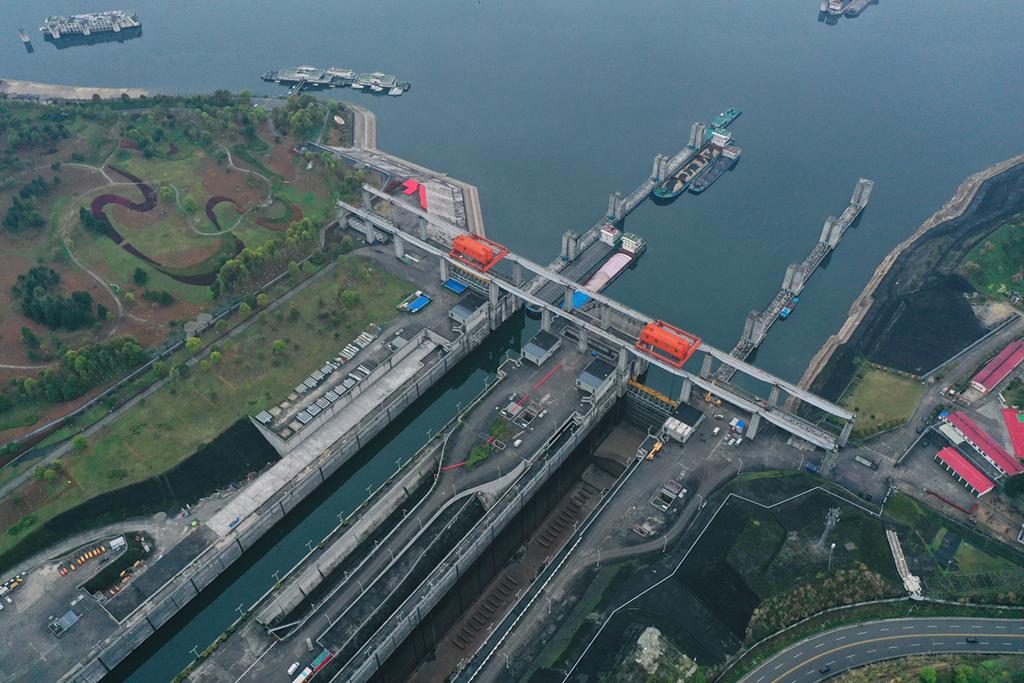 2021年3月16日,湖北省宜昌市三峡大坝北线船闸单向检修正式启动,检修时间为期35天。
