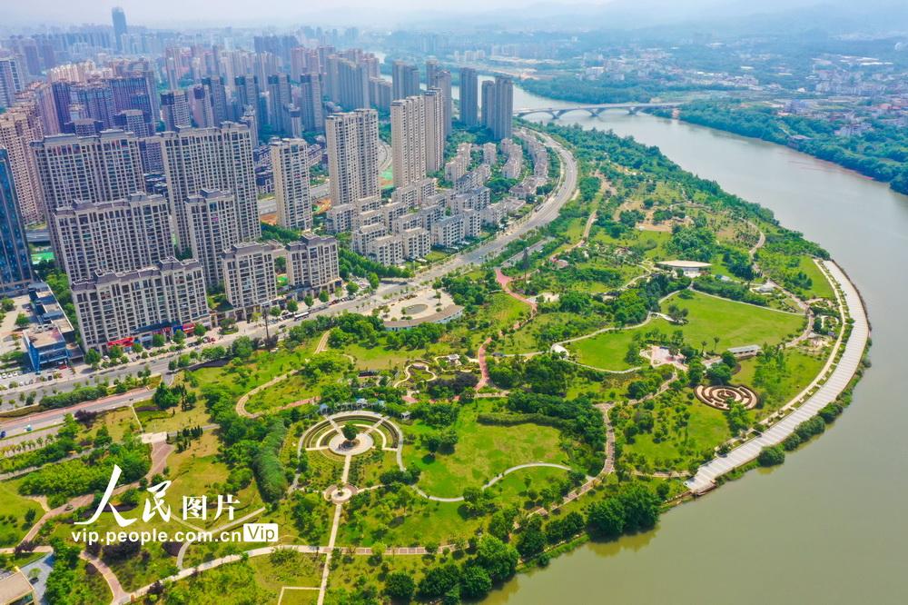 2021年4月23日拍摄的江西省赣州市章贡区城市中央公园。