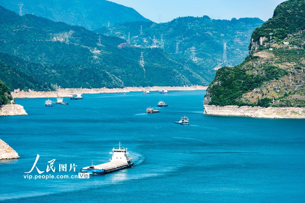 湖北宜昌:三峡水库水位消落至157.43米 为汛期抗洪做准备