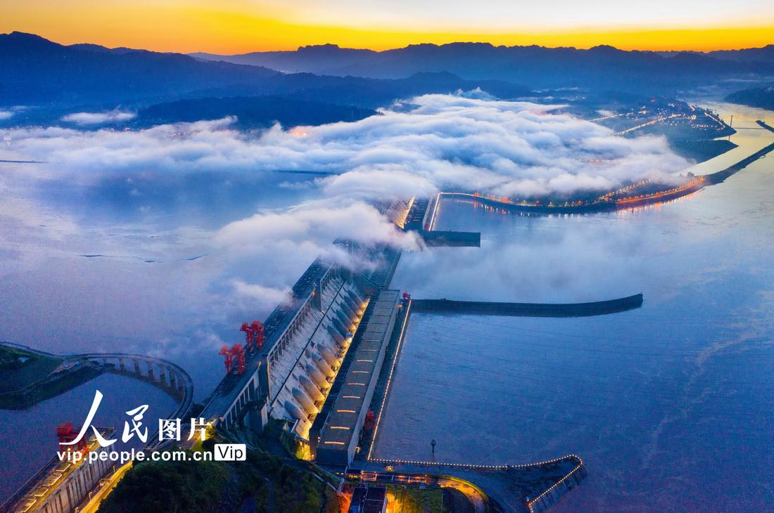 近日拍摄的三峡大坝。郑坤摄(人民图片网)