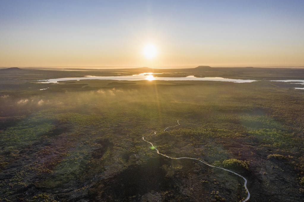 日出時分的五大連池世界地質公園景觀(8月31日攝,無人機照片)。新華社記者 謝劍飛 攝
