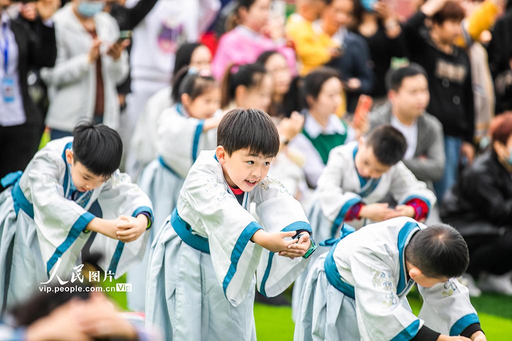 """贵州毕节:孩子""""开笔破蒙""""体验传统文化"""