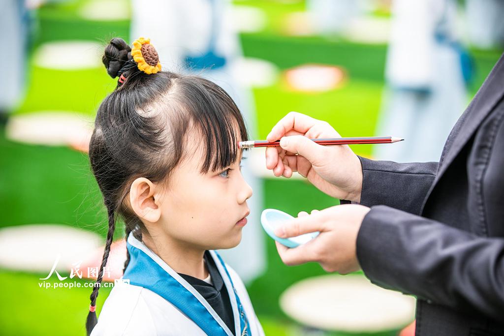 """贵州毕节:孩子""""开笔破蒙""""体验传统文化【2】"""