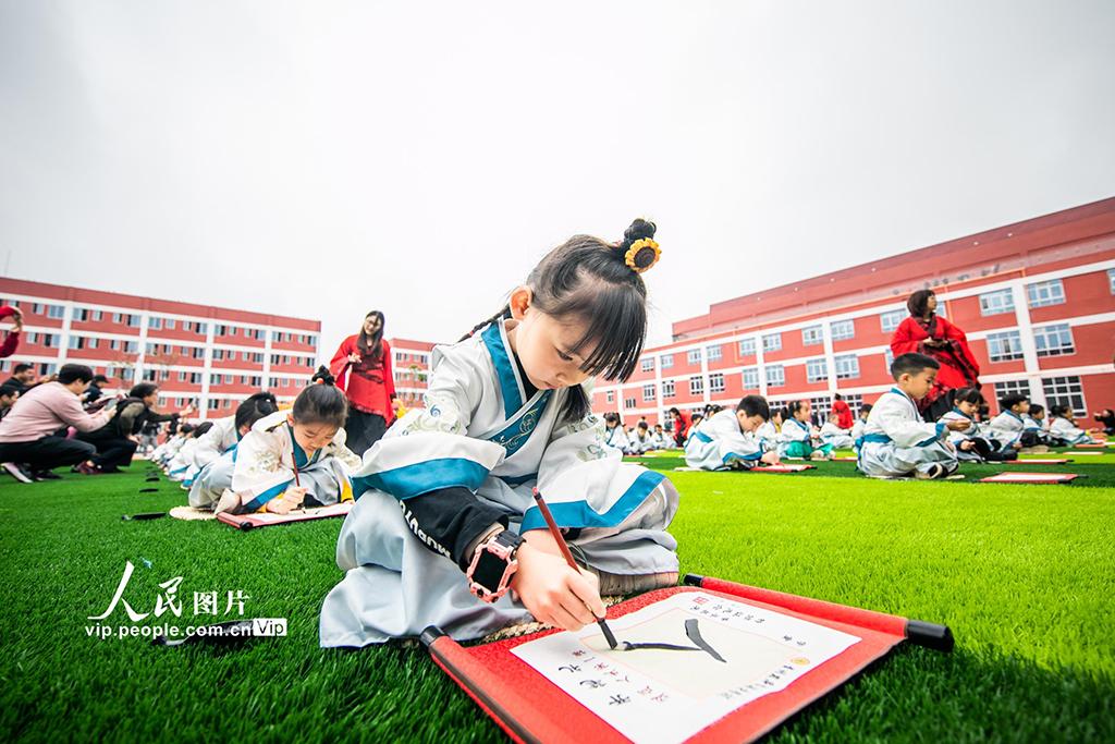 """贵州毕节:孩子""""开笔破蒙""""体验传统文化【3】"""