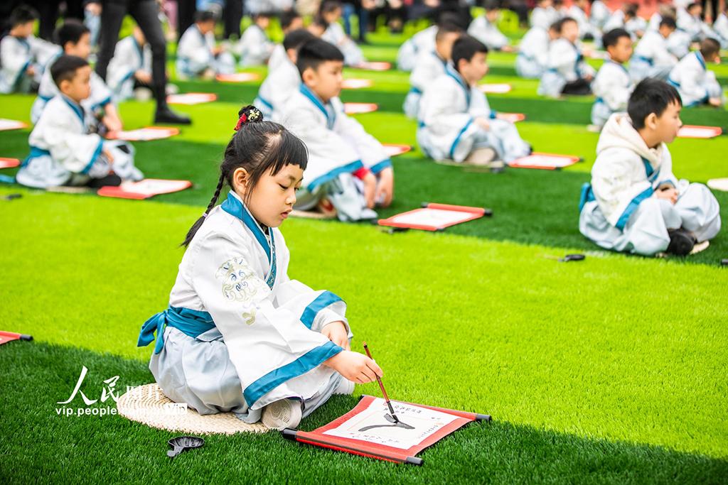 """贵州毕节:孩子""""开笔破蒙""""体验传统文化【6】"""