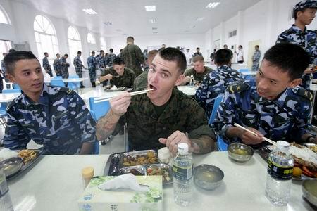 海军陆战队员愹��_出没在阴影中的美国海军陆战队员(三)