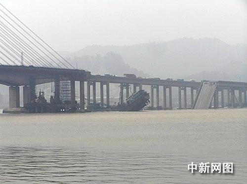 广东佛山九江大桥大面积垮塌