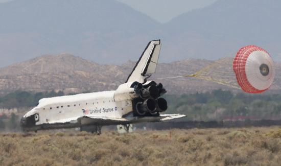 """组图:美国""""阿特兰蒂斯""""号航天飞机安全降落"""