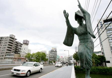 组图:日本德岛街头阿波舞雕塑 (2)